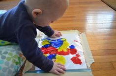 A great sensory play activity for Tummy Time? Finger painting! But before  you imagine paint-streaked walls and washing paint out of every orifice of  your kiddo, learn how to use a Ziploc bag to keep the mess out of messy  play!