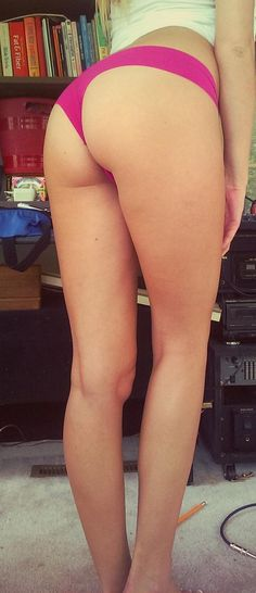Shes got legs for days (32 Photos)