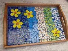 Resultado de imagen para celita alberti mosaicos Mosaic Tray, Mosaic Tiles, Tiling, Mosaic Crafts, Mosaic Projects, Diy Projects, Mosaic Flowers, Stone Pictures, Stone Mosaic