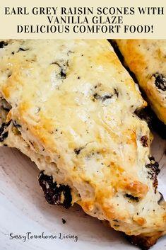 Earl Grey Raisin Scones with Vanilla Glaze - Delicious Comfort Food! Empanadas, Raisin Scones, Vanilla Glaze, Good Food, Yummy Food, Round Cakes, Bread Baking, Cake Recipes, Simple Recipes