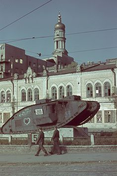 Color photos of the city of Kharkiv(Kharkov) taken by a German photographer in 1942. During World War II four battles took place for control of the city.