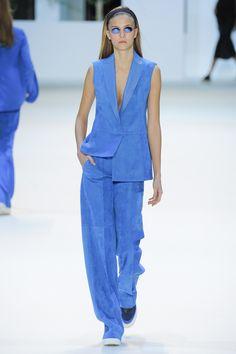 Akris Spring 2016 Ready-to-Wear Fashion Show - Emeline Ghesquiere (SILENT)