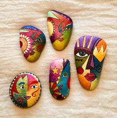 Stone Art Painting, Dot Art Painting, Pebble Painting, Pebble Art, Mandala Painted Rocks, Painted Rocks Craft, Hand Painted Rocks, Rock Painting Patterns, Rock Painting Ideas Easy