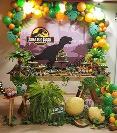 Dinosaur Party Favors, Dinosaur Birthday Cakes, Park Birthday, 4th Birthday Parties, Festa Jurassic Park, Instagram, Ideas, Dinosaur Birthday Invitations, Dinosaur Crafts