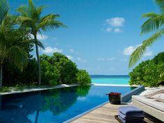 Dusit Thani Maldives luxury resort 07