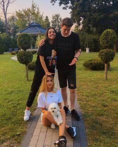 """Polubienia: 159.2 tys., komentarze: 410 – Marcin Dubiel (@marcindubiel) na Instagramie: """"Ja z żonką i nasze dzieciaki. Wyglądamy jak szczęśliwa rodzinka? 😇"""" Besties, Fandoms, Celebs, Couple Photos, People, Instagram, Girls, Cuba, Celebrities"""