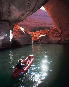 Kayak Lake Paddle below La Gorce Arch in Davis Gulch, part of the Escalante Arm of Lake Powell. South Dakota, South Carolina, Arches Nationalpark, Yellowstone Nationalpark, Kayak Camping, Canoe And Kayak, Kayak Fishing, Mammoth Cave, North Cascades