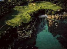 Golf de Sperone près de Bonifacio, Corse du Sud, France (41°22' N - 9°13' E).  Photo de Yann Arthus Bertrand