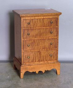 Curly maple miniature chest of drawers. Provenance: Collection of Richard and Rosemarie Machmer