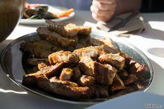Cena típica griega en alta mar - Descubrir Santorini