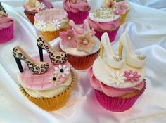 Wow I know so many people who would love these.pink white and leopard heels cupcakes High Heel Cupcakes, Shoe Cupcakes, Fancy Cupcakes, Baking Cupcakes, Cupcake Cookies, Makeup Cupcakes, Cupcake Art, Fashion Cupcakes, Cupcake Couture