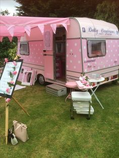 All ready for a girls spa pamper party with photo booth dressing up fun Vintage Campers Trailers, Retro Campers, Vintage Caravans, Rv Trailers, Vintage Camper Redo, Shabby Chic Campers, Hippie Camper, Travel Camper, Kombi Home