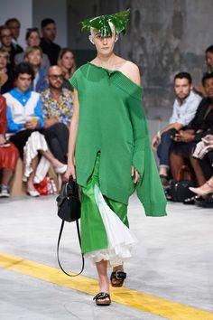 Marni Spring 2020 Ready-to-Wear Fashion Show - Vogue Catwalk Fashion, Fashion Week, Fashion 2020, Spring Fashion, Womens Fashion, Fashion Trends, Milan Fashion, Ladies Fashion, Fashion Inspiration