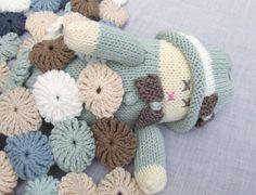 crochet blanket for knitted doll