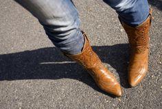 Botas Cowboy http://vilamulher.terra.com.br/bota-cowboy-e-jeans-look-country-o-inverno-14-1-32-2576.html
