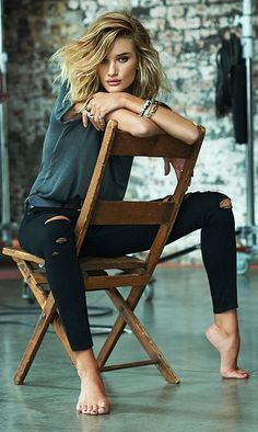 Rosie Huntington-Whiteley's laid back denim look is all we want right now.