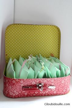 Pochettes surprises pour enfants Lucky bag for kids Wedding Welcome Bags, Wedding Favors, Pochette Surprise, Wedding Activities, Kid Table, Wedding With Kids, Birthday Diy, Kids Bags, Infant Activities