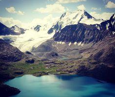 Glacier near Ala Kol Lake in Kyrgyzstan. Magnificent! #hasajacezajace #mountains  #gory #kyrgyzstan  #alakol #mountainlake #turquoise #glacier #peak #mountainphotography #mountainlandscape #travel #travelmore #travelphotography #trip #instatravel #trekking #centralasia #outdoor #outdoorwoman #summer #tienshan #karakol #dreamscometrue