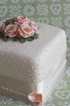 vintage pearls | Anniversary and Birthday Cakes | Juliet Stallwood Cakes & Biscuits