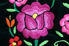 Mexican Embroidery, Folk Embroidery, Embroidery Patterns, Muladhara Chakra, Pictures To Paint, Painting & Drawing, Throw Pillows, Crafty, Floral