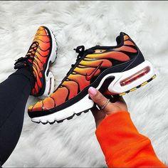 Best Sneakers Fashion Part 15 Nike Air Max Plus, Best Sneakers, Air Max Sneakers, Sneakers Fashion, Sneakers Nike, Air Force One Custom, Streetwear, Sneaker Store, Baskets