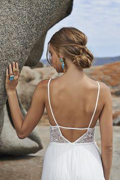 (Foto 28 de 37) Detalle de la femina y delicada espalda de este diseño, Galeria de fotos de Vestidos hippies para novias boho-chic