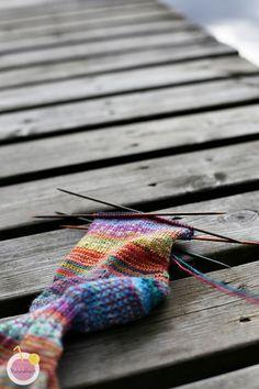 Viime viikkoiset räsymattosukkani herättivät sen verran paljon… Friendship Bracelets, Knitting, Jewelry, Fashion, Moda, Tricot, Bijoux, Cast On Knitting, Jewlery