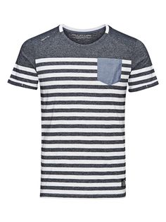 - T-shirt by CORE - Slim fit - O-neck - Chest pocket - Turned-up cuffs - Small brand print on the shoulder - Brand patch on the front - The model is wearing a size L and is 187 cm tall