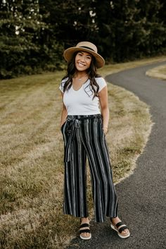 For a classic downtown look at your senior photoshoot, wear a long patterned pant and pair it with a plain white v-neck! Add a hat as an accessory!