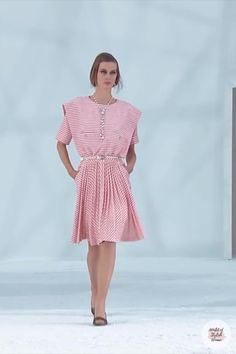 Soft Pink A-Line Mini Dress / Short Dress with Round Neckline and Short Sleeves. Spring Summer 2021 Ready-to-Wear Collection.Runway Show by Chanel. Summer Fashion Trends, Spring Summer Fashion, Runway Fashion, Trendy Fashion, Everyday Dresses, Summer Outfits Women, Couture Collection, Occasion Dresses, Ready To Wear