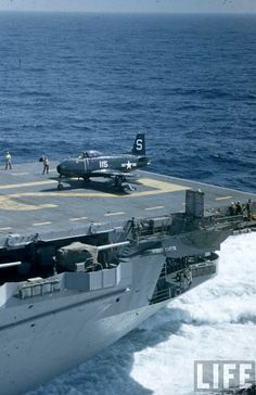 North American Fury from aboard USS Boxer, March 1948 Military Jets, Military Life, Military History, Military Aircraft, Fighter Pilot, Fighter Jets, War Jet, Capital Ship, Boxer