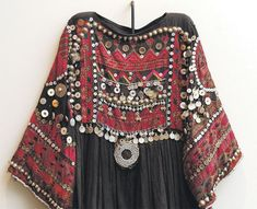 Boho Chic Summer Dress Bohemian Style Hippie Fashion her Boho Looks For Winter save Boho Chic Style Photos whether Designer Clothes Fashion Shows Trap House Gypsy Style, Hippie Style, Bohemian Style, Hippie Gypsy, Vintage Bohemian, Afghan Clothes, Afghan Dresses, Gypsy Fashion, Ethnic Fashion