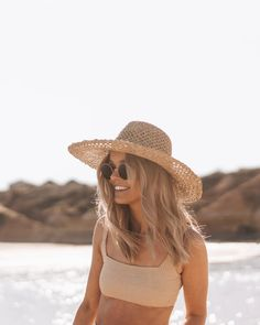 Each of our lightweight straw hats are handmade from natural materials sourced from shorelines and sustainably-farmed palm plantations across the globe. They're then handwoven into high-quality summer styles for men and women Beach Aesthetic, Summer Aesthetic, Selfie Foto, Summer Outfits, Cute Outfits, Summer Vibes, Summer Feeling, Instagram Feed, Dame