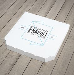 We have gathered what we think are 18 Cool Pizza Box Designs and I'm sure that you're going to love this list. In the past 30 years, pizza has become a truly international brand that can be found everywhere in the world (perhaps even in North Korea! Food Packaging Design, Packaging Design Inspiration, Brand Packaging, Box Packaging, Branding Design, Label Design, Logo Inspiration, Pizza Branding, Comida Delivery