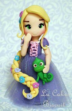 Princesa Rapunzel Feita de Biscuit, com aproximadamente de altura - - Rapunzel Flynn, Bolo Rapunzel, Disney Rapunzel, Princess Rapunzel, Fondant Cake Toppers, Fondant Figures, Clay Figures, Fimo Clay, Polymer Clay Crafts