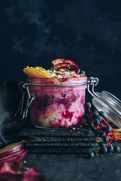 Overnight oats with coconut milk and fresh beet juice #vegan | TheAwesomeGreen.com