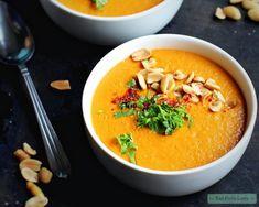 Vegan pindasoep met gember en zoete aardappel Clean Recipes, Veggie Recipes, Soup Recipes, Vegetarian Recipes, Tempeh, Tofu, Vegan Diner, Lunch Restaurants, Healthy Recepies