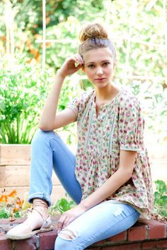 16 Versatile Floral Blouse Outfits To Inspire You Everyday #floral #blouse #outfit #spring #summer #work