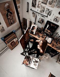 Photo – Home Office Design İdeas Art Studio Design, My Art Studio, Painting Studio, Artist Life, Artist At Work, Tattoo Studio, Cool Office Space, Artist Aesthetic, Art Corner