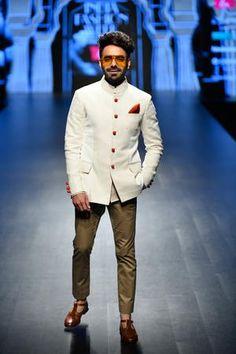 Lotus Make up India Fashion Week Autumn/Winter 2019 - Rohit Kamra Indian Wedding Suits Men, Indian Wedding Clothes For Men, Indian Groom Wear, Wedding Dress Men, Indian Wedding Outfits, Indian Wear, India Fashion Men, Indian Men Fashion, Mens Fashion Blog