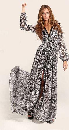 En la onda de los vestidos largos sueltos y estampados este modelo de manga larga es muy en el estilo setentoso. Funciona bien para cualquier figura pues no es ajustado