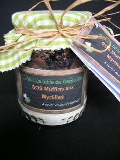 MUFFINS MYRTILLES:Mélanger 210g farine,1càs de levure,1/2 càc de sel,1/2 càc bicarbonate, mettre ds 1 bocal,ensuite 2 càs de cacao, 85g de S,60g de choc, 6 càs de myrtilles séchées et 2 càs de grué de cacao:
