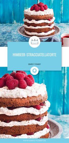 Stracciatella mit Himbeeren geschichtet zwischen luftigen Schokoladenböden? Klingt verführerisch? Finden wir auch! Perfekt für den Sommer! #stracciatella #himbeeren #torte #sommertorte