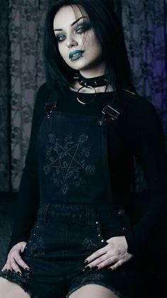 Gothic Girls, Hot Goth Girls, Goth Beauty, Dark Beauty, Darya Goncharova, Gothic Pictures, Goth Model, She Is Gorgeous, Beautiful