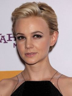 Find the Best Pixie for Your Face Shape - Cary Mulligan Hot Haircuts, Pixie Hairstyles, Wedding Hairstyles, Cool Hairstyles, Cut Her Hair, Hair Cuts, Short Hair Back, My New Haircut, Luscious Hair