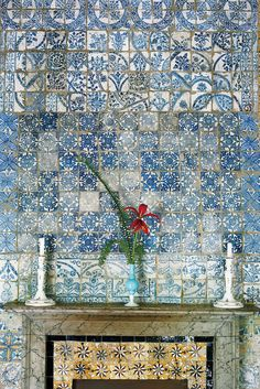 An opaline vase with a single Sprekelia formosissima flower and two Boston fern leaves in front of 18th-century tiles from Fez. (Photo: Ngoc Minh Ngo)