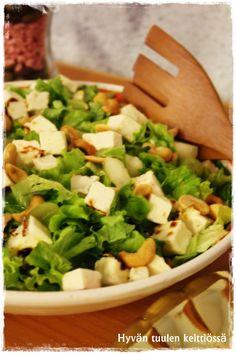 Hyväntuulen keittiössä: Raikas leipäjuustosalaatti