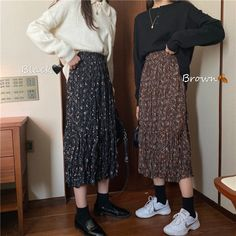 Korean Skirt Outfits, Floral Skirt Outfits, Midi Skirt Outfit, Long Skirt Outfits, Winter Skirt Outfit, Long Skirts, Modest Casual Outfits, Long Skirt Fashion, How To Make Skirt