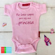 body bebe personalizado no beso sapos pero soy una princesa, regalo bebe, regalo nacimiento original, regalo bautizo. Compra online tu body bebe personalizado en www.simplycolors.es