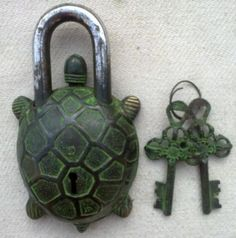 ANTIQUE RARE VINTAGE OLD GREEN BLACK TIBET TORTOISE PAD LOCK - NEW